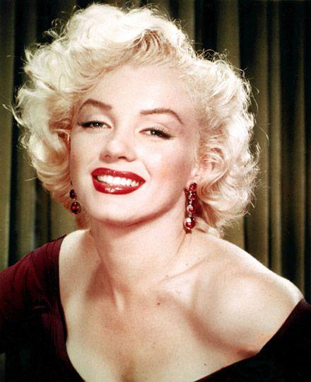 Marilyn Monroe Glamorous Waves