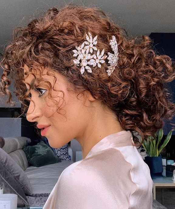 Beautiful Curly Wedding Hairstyles for Medium Hair