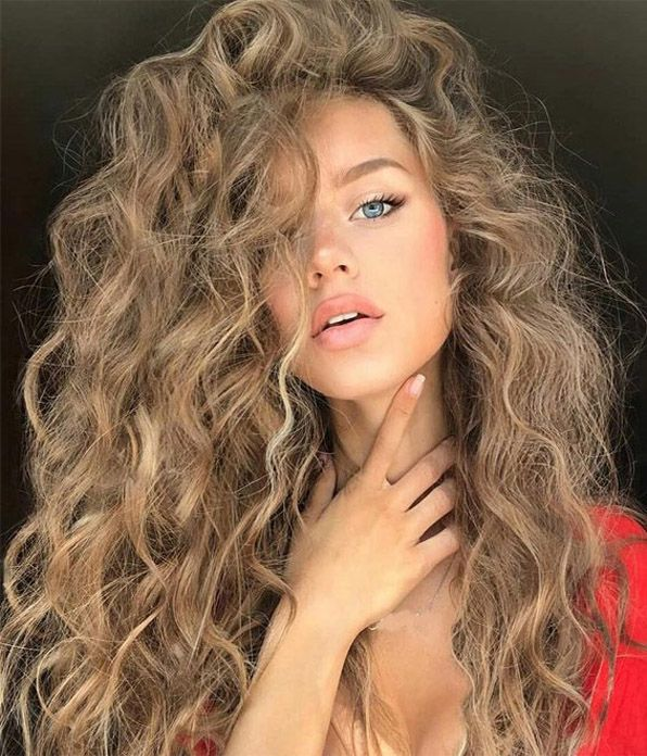 Delightful Curly Hairstyles & Looks To Copy Now