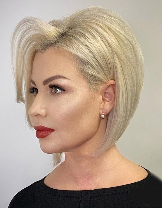 Fantastic Blonde Highlights & Modern Style for Short Hair
