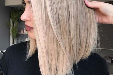 Adorable Sleek Straight Haircuts for Women to Show Off in 2020