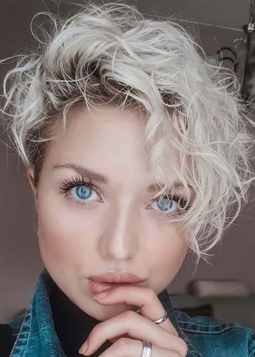 Awesome Short Curly Haircut Styles to Show Off in 2020