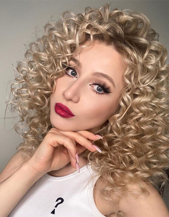 Dreamy Curly Hairstyles & Cuts to Copy Right Now