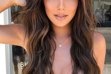Gorgeous Long Wavy Hairstyles to Show Off in Year 2020