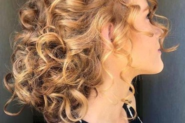 Fashionable curly updos You Must Try in Year 2020