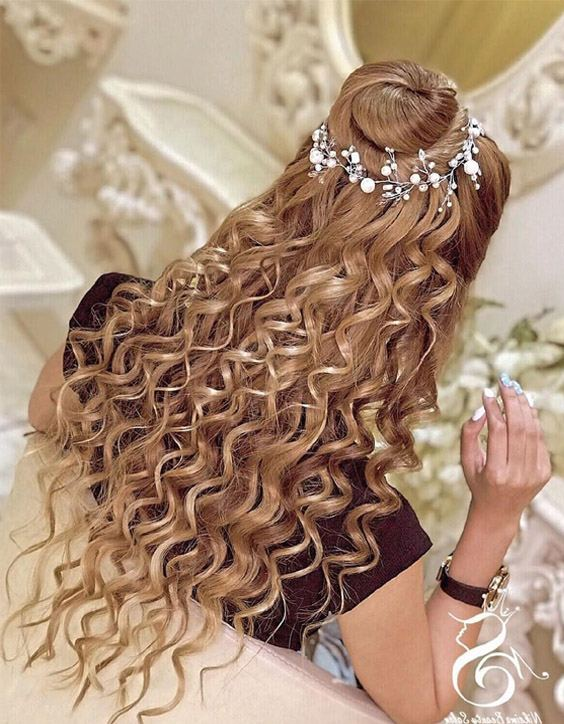 Mind Blowing Curly Hair Look for Bridal Girls