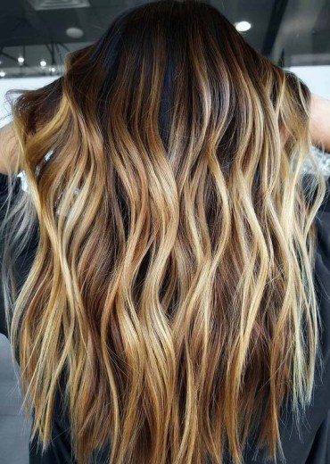 Elegant Balayage Hair Color Highlights to Sport