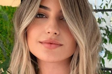 2021 Pearl Blonde Hair for Medium Hairstyle to Copy Now