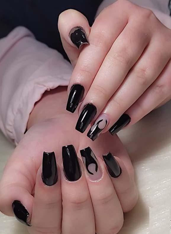 Modern Black Nail Arts and Nail Polish Ideas