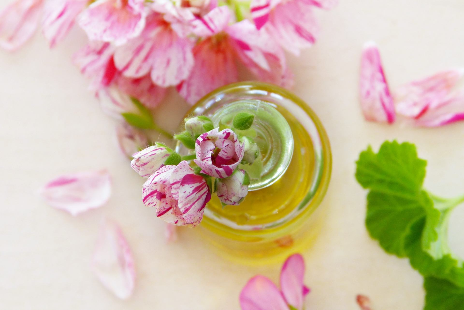 7-unexpected-uses-of-olive-oil-www.stylinglifetoday.com