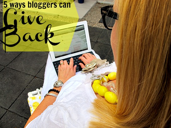 5 ways bloggers can give back