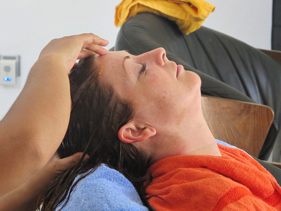 Head massage and scalp treatment - Bali in villa