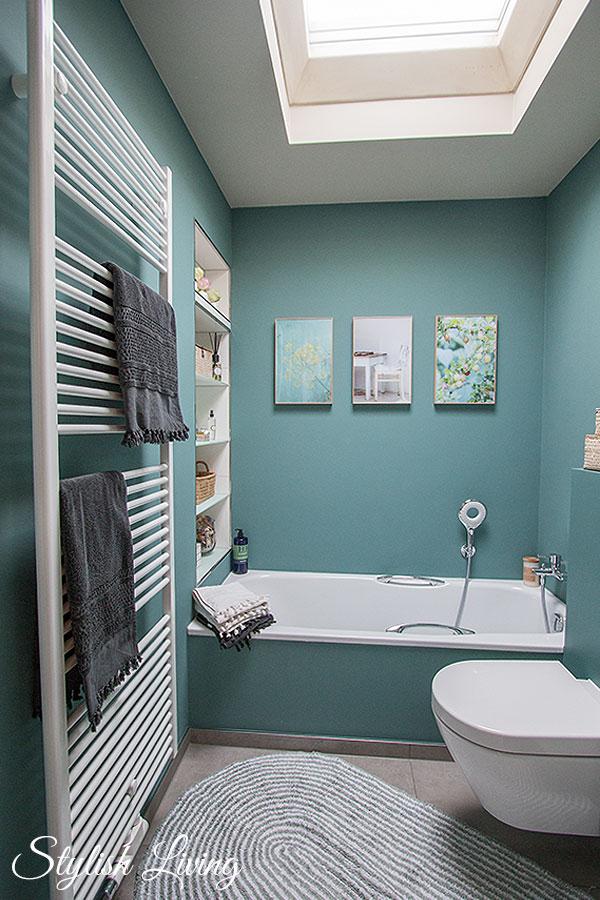 Kleines Bad in Farbe mit Wandleuchte Lena von clicklichtde Werbung  Stylish Living