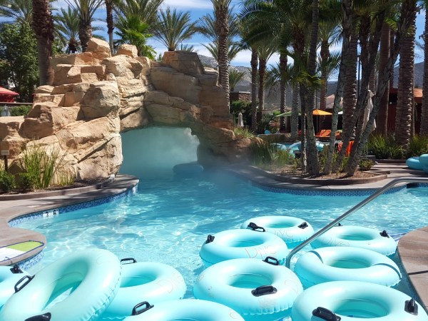5 Affordable Family Vacation Ideas #travel #family #harrahssocal #lazyriver