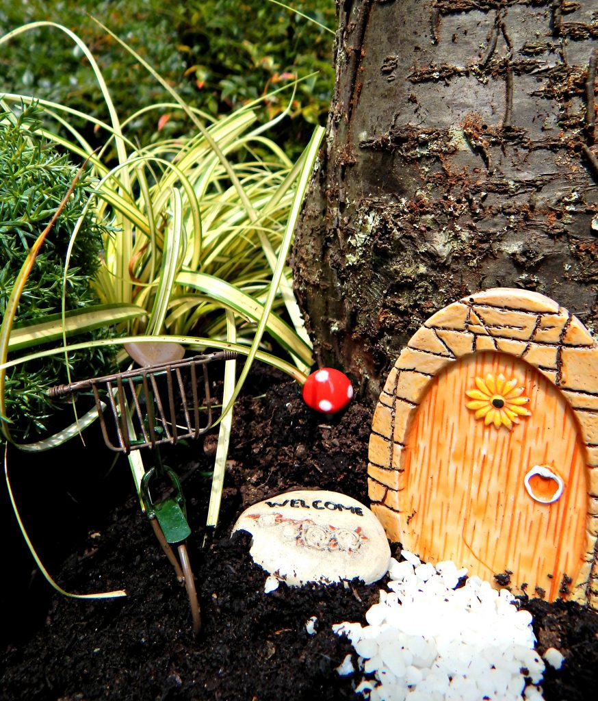 outdoor porch chairs bliss zero gravity lounge chair easy diy fairy garden - stylish revamp