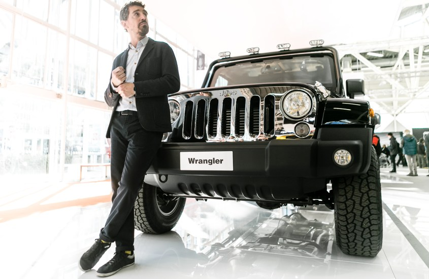 Jeep Wrangler Unlimited Sahara con Mopar One Pack