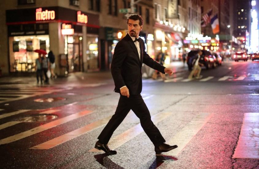 Black Tie in New York: night walk in Manhattan