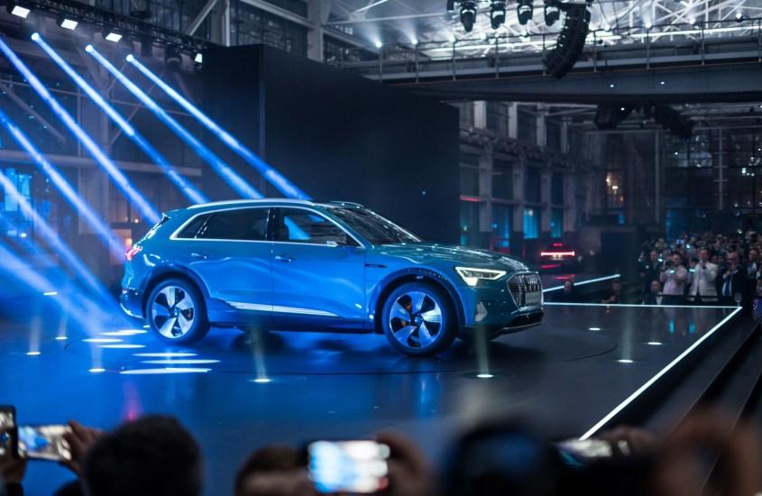 Audi e-tron al Salone di Parigi: il primo elettrico della casa degli anelli