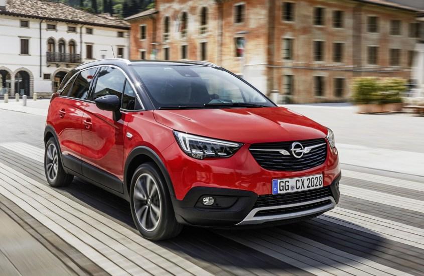 Opel Crossland X: e luce sia
