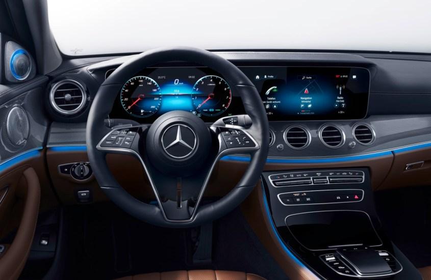 120 anni di volante: il centro di comando raccontato da Mercedes