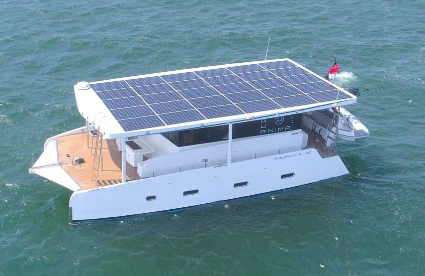 Aquanima 40, lo yacht elettrico con pannelli solari
