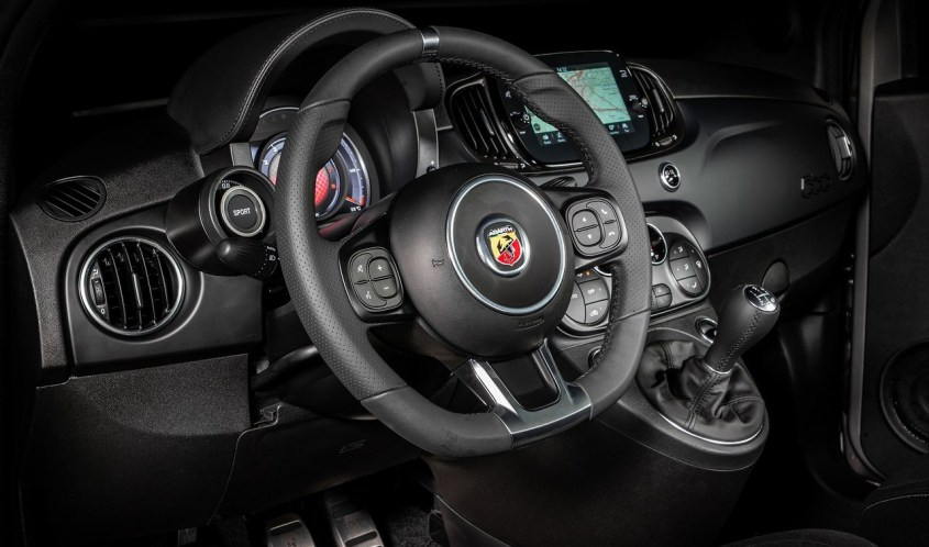 Fiat Abarth F595 interni