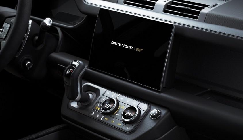 Land Rover Defender V8 Bond Edition interni esclusivi 007