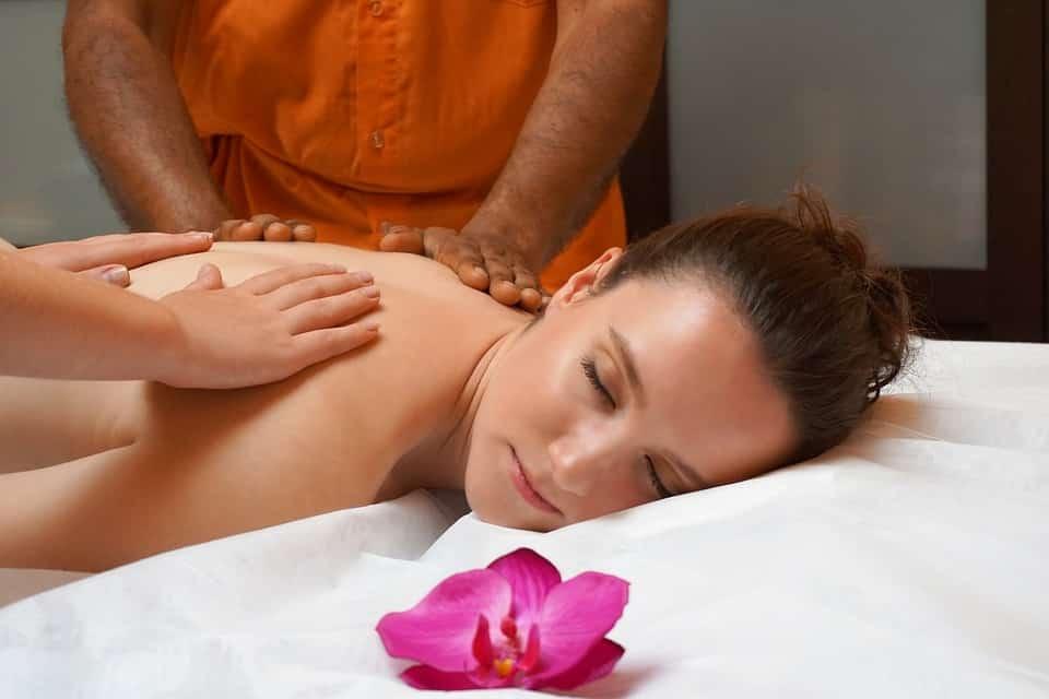 Tecniche di massaggio relax per una pausa rigenerante