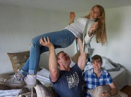 Träning för strongman, press med liten svägerska