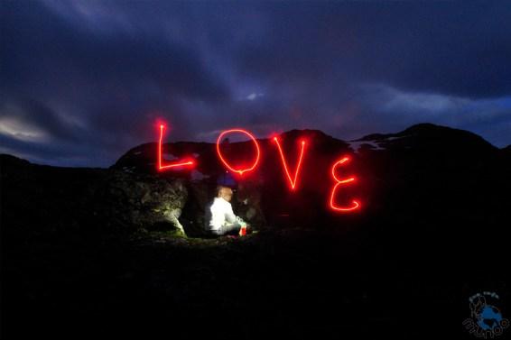 Após jantar, brincadeira de lanterna e fotos de longa exposição.