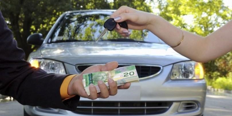Venda de carro, indicando renda extra para quem intermediar a transação.