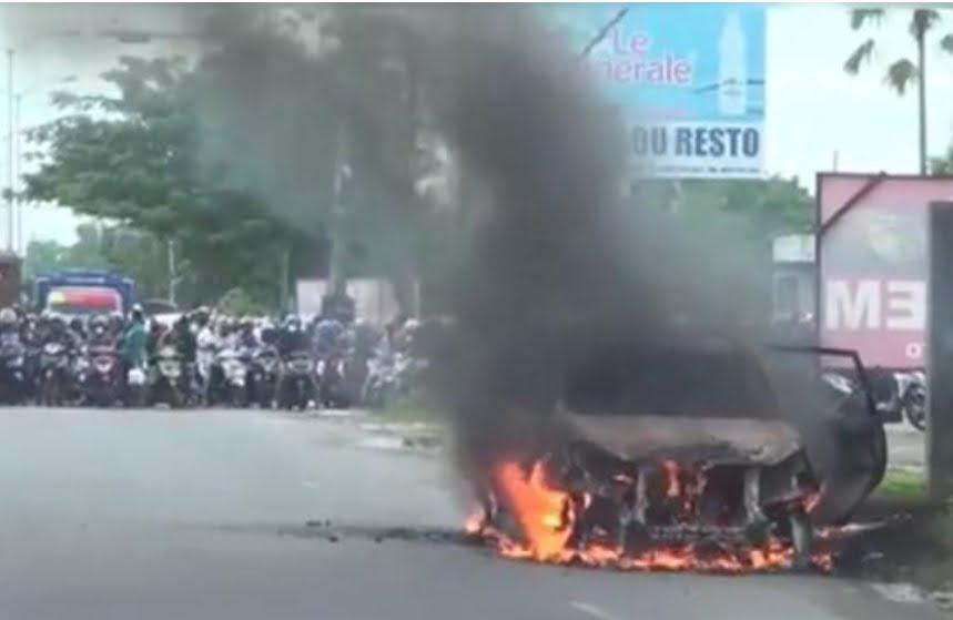 Satu Unit Mobil Terbakar, Sopirnya Menyelamatkan Diri
