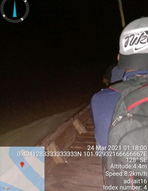 Dini Hari Tim Umang umang Terjun ke TKP Ikan Mati di Sungai Kampar