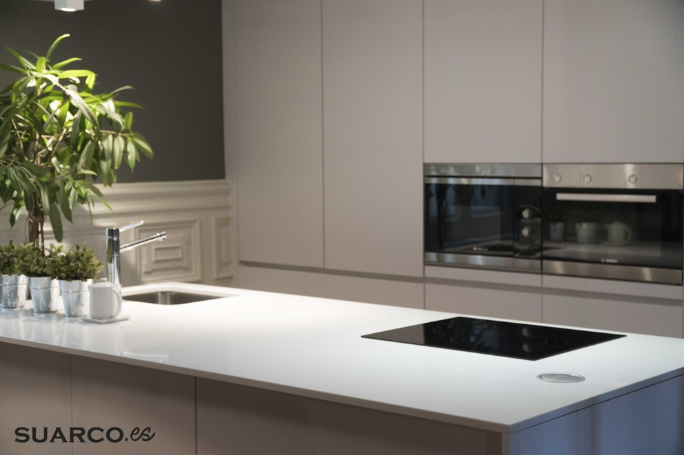 Cocina Blanca moderna con isla  Cocinas Suarco Fabrica y Diseo de Cocinas
