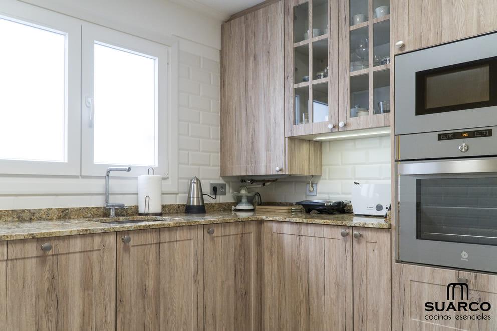 Cocina Rstica con campana de diseo  Cocinas Suarco Fabrica y Diseo de Cocinas
