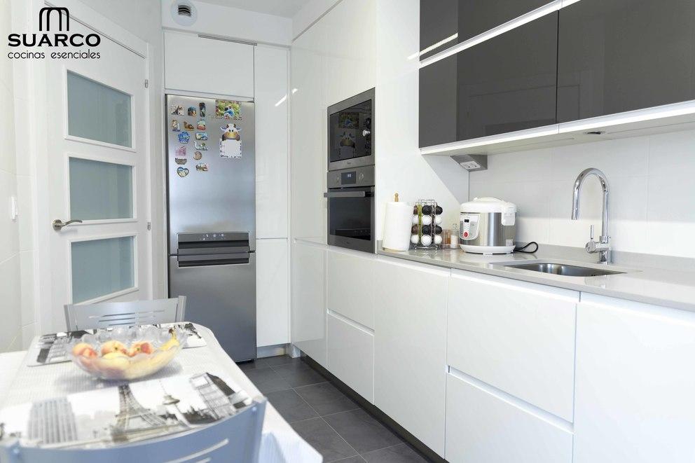 Cocina blanca  antracita  Cocinas Suarco Fabrica y