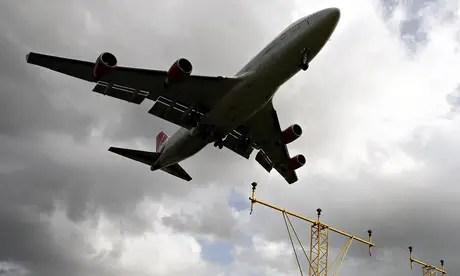 Aircraft prepares to land at Heathrow airport
