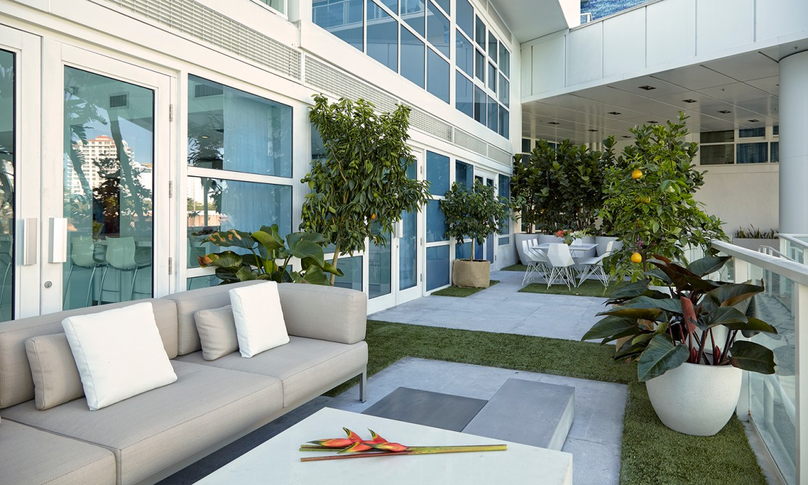 Your Dream Outdoor Entertainment Space: J Design Group