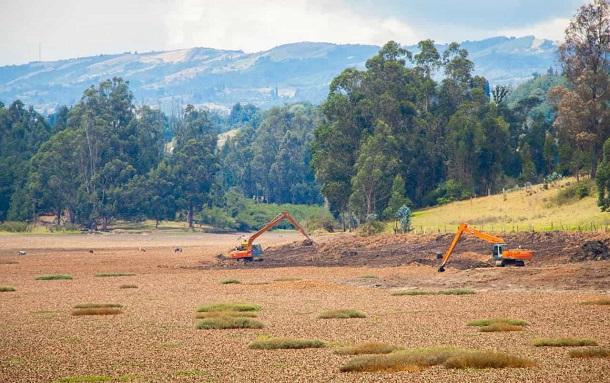 Avanzan las obras de mantenimiento en el embalse La Playa en Tuta
