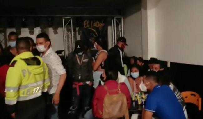 ¡Irresponsables!: sorprenden a 100 personas en una fiesta clandestina en La Gaitana en Suba