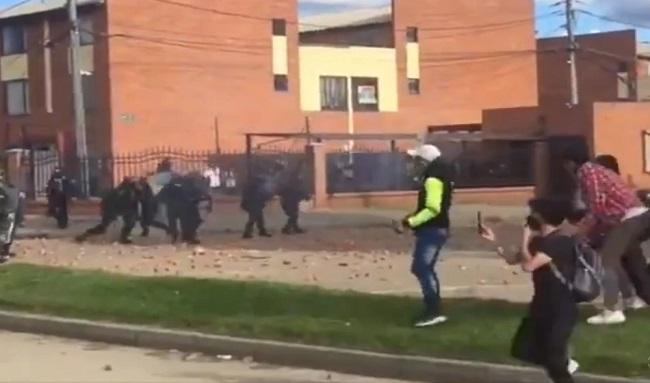 Suba vivió un día más de protestas y disturbios cerca al CAI de Fontanar