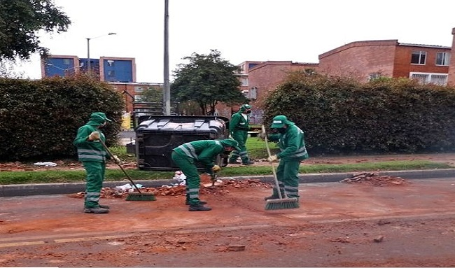 Operarios de aseo realizaron recolección de escombros en Fontanar del Río en Suba