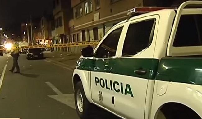 Delincuentes recibieron a bala a policías en Engativá: tiroteo dejó un muerto y cuatro heridos