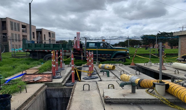 Disminuye riesgo de inundacion en Bosa , gracias a mantenimiento en la estación de bomberos el recreo