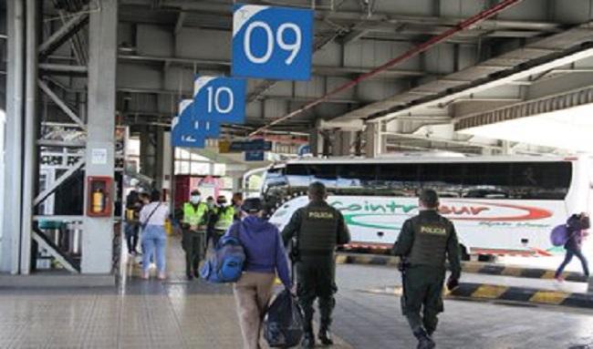 Desde la Terminal de Transporte de Bogotá se han movilizado 241.000 personas en la semana de receso