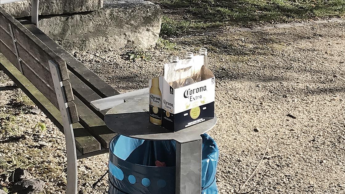 Corona Bier und Parkbank