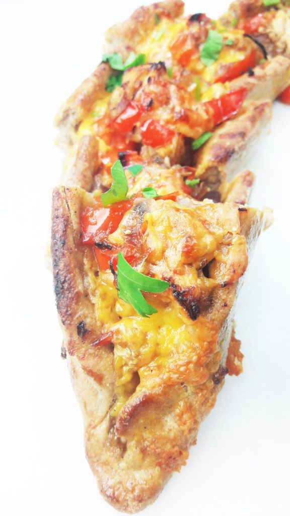 This tasty Turkish Pide Pizza is made with a wholesome, wholewheat crust and bursting with gooey cheese, chicken, red onion and red peppers - great as an appetizer or dinner!
