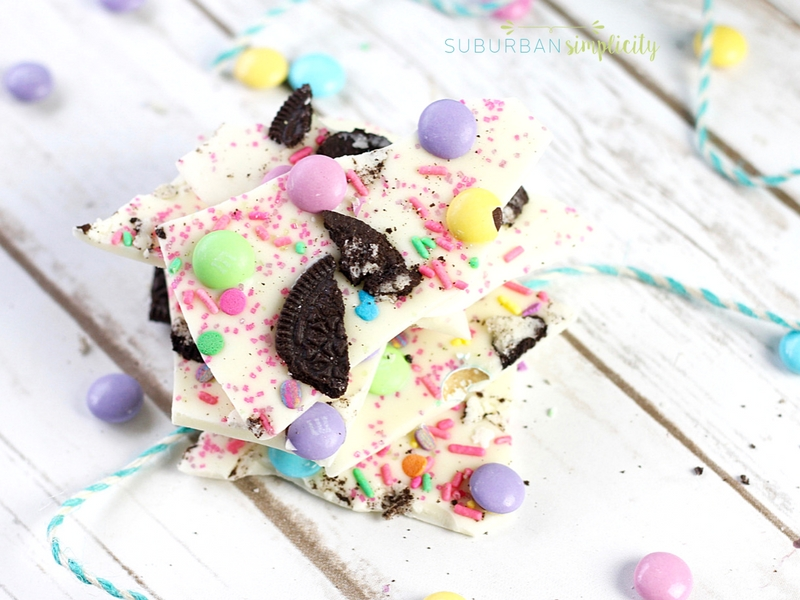 Make this easy and delicious Easter Oreo Bark in less than 5 minutes. It's simple and irresistible and great for Easter brunch!