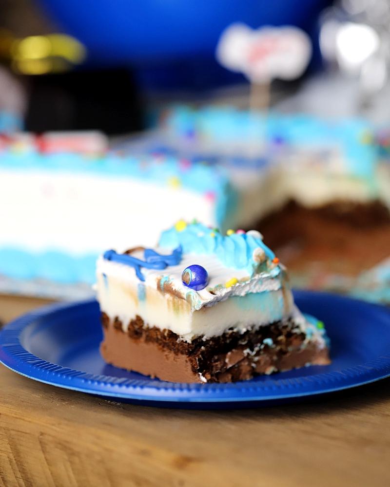 Graduation dessert ideas - ice cream cake.