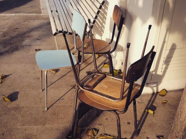 Alghero, sedie al porto